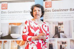 Jurymitglied Ina Säuberlich bei der Preisverleihung.